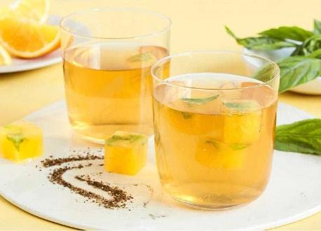 Lipton - Gekühlter Tee mit Orange-Basilikum Eiswürfel