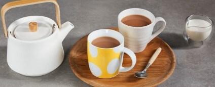 Tea pot and mugs of tea